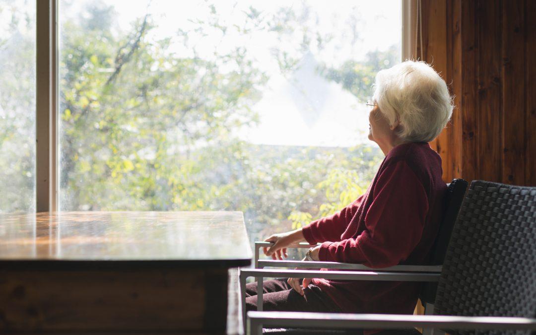 آیا احساس تنهایی و انزوا در سالمندان طبیعی است؟