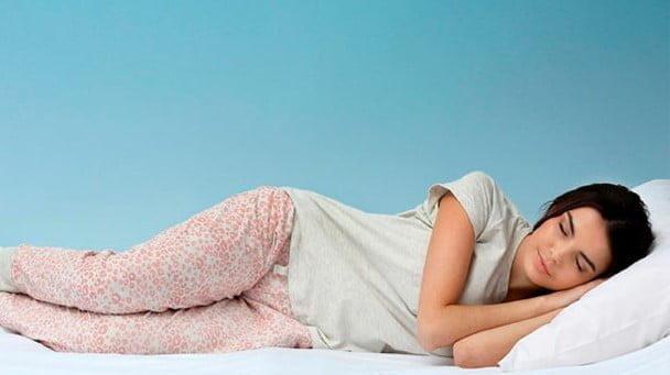 وضعیت بدنی هنگام خواب: خوابیدن به پهلو